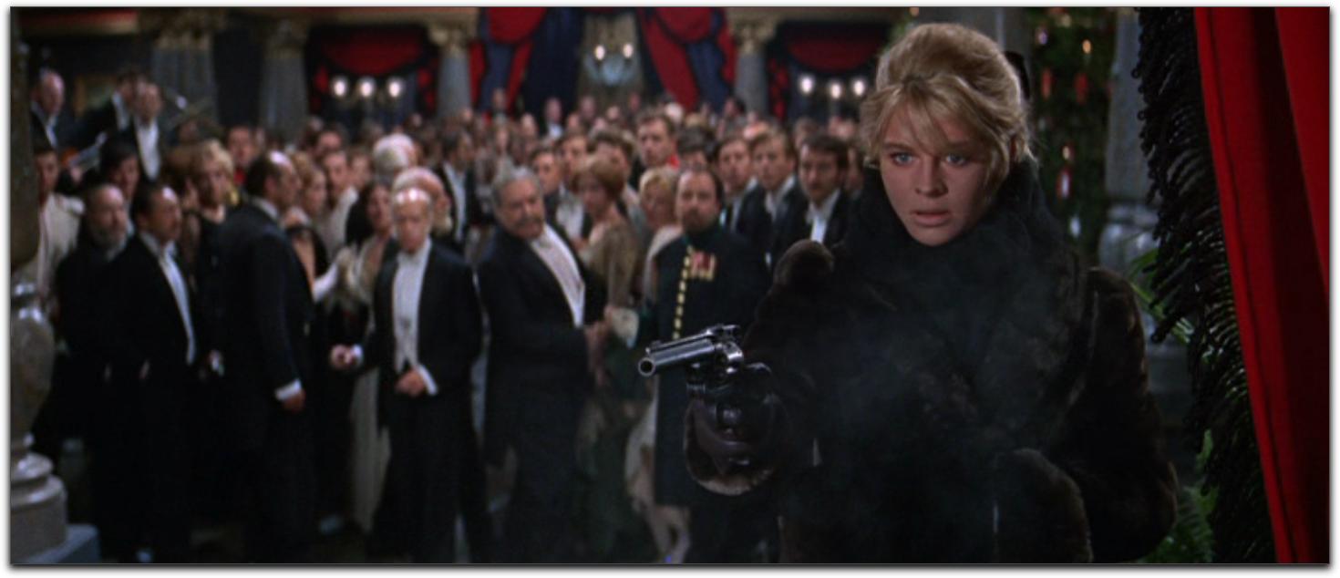doctor-zhivago-julie-christie-fur-coat-gun